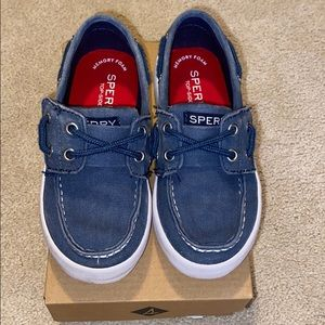 Sperry Tuck Jr blue loafers for boys size 9 M.